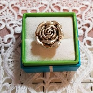 Sterling silver rose pattern ring, size 9